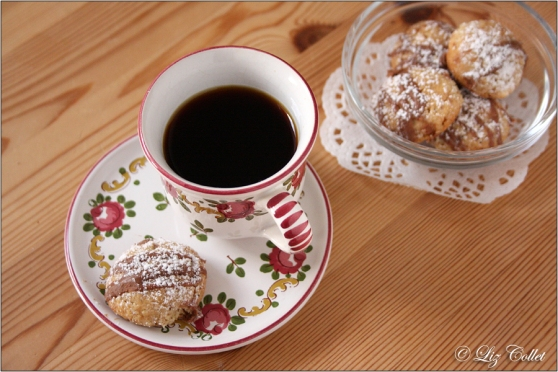 Espresso mit hausgemachtem Mandelgebäck © Liz Collet